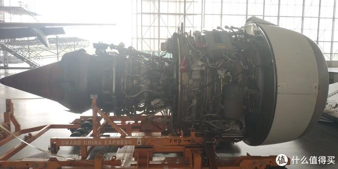 发动机的另一侧。对于绝大多数发动机而言,同样的发动机可以装在左侧,也可以装在右侧。但是对于某些飞机,如湾流G650,左发和右发是不能互换的