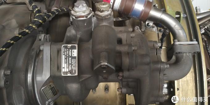发动机的燃油泵,燃油泵是由一个低压的离心式泵和高压的齿轮式泵组成的,为发动机的燃烧室提供经过过滤的清洁的高压燃油