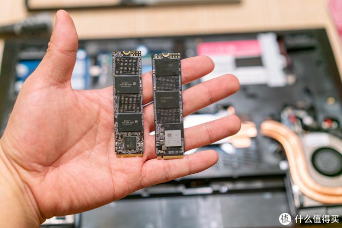 拆掉散热片,看到两根M.2硬盘都是两片NAND颗粒的单面盘