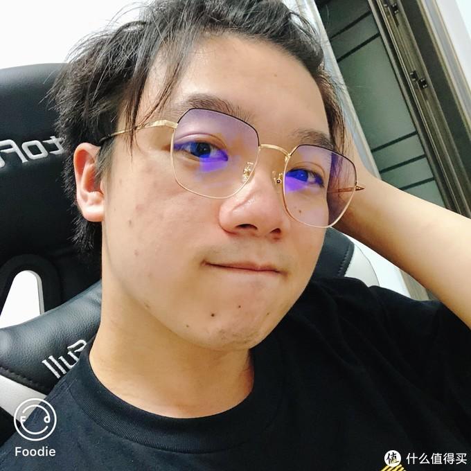 """能看到眼镜上会有反射的""""蓝光"""""""