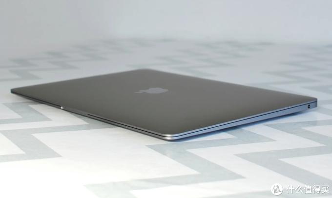 围观!苹果MacBook Air评测:近乎完美的商务笔记本电脑|喜欢吗