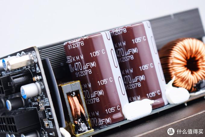 两枚日化电容470μF/400V/105℃