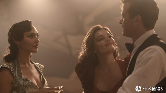 新版《尼罗河上的惨案》公布预告片,盖尔·加朵雍容华贵,与艾米·汉莫上演激情戏