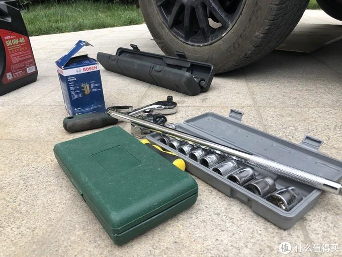 还有一套这样的套筒,20左右,这套比较失败,工具硬度不够,套筒竟然被撑裂了,扭杆也因为拆卸轮胎螺丝给拧成了麻花