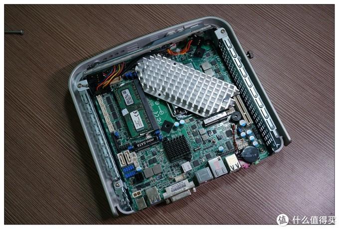 由于定制的散热片还没到,也只能在垃圾堆里找了块先临时用用。