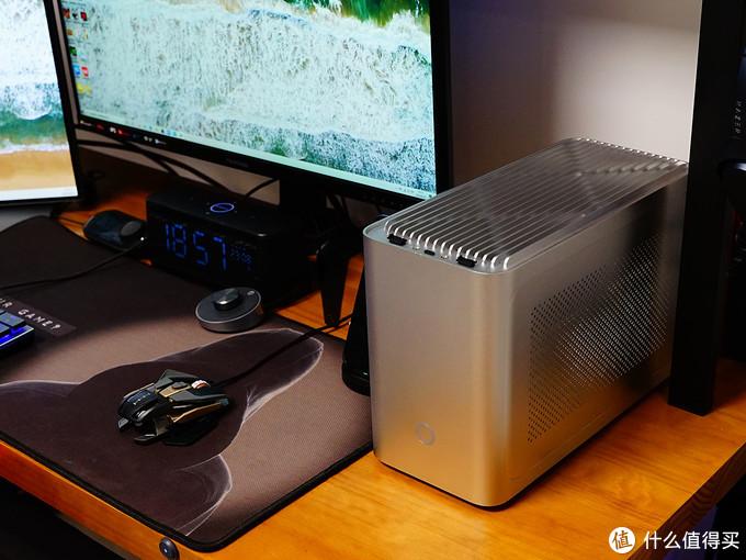 1.5m书桌也可以优雅塞下3块大屏,分享桌面4.0的自用35件好物