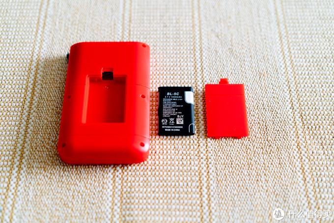 诺基亚时代的BL-5C 3.7V 1020mAh锂电池,容量对于这个游戏机来说还算够用,再买一个也就是几块钱的事儿。