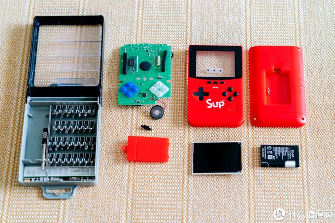 拆开的游戏机一览,内部构造非常简单