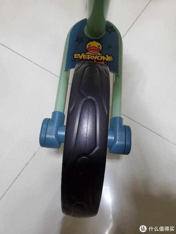 加五十块又换了一辆:乐的 小黄鸭儿童平衡车滑步车 开箱