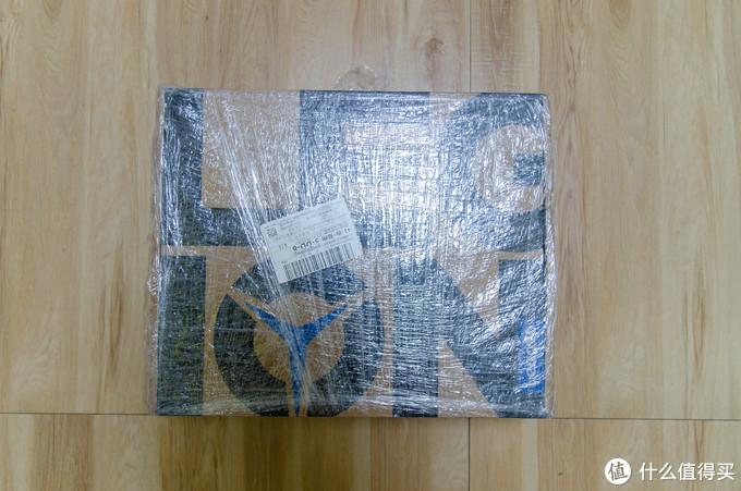 到货一贯的京东包装,保鲜膜防潮包裹,四角有些许磨损磕碰,但不影响内部