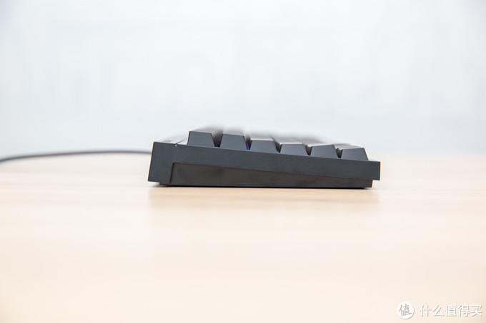 《到站秀》第331弹:当百年历史与现代美学结合——CHERRY MX BOARD 2.0S RGB机械键盘