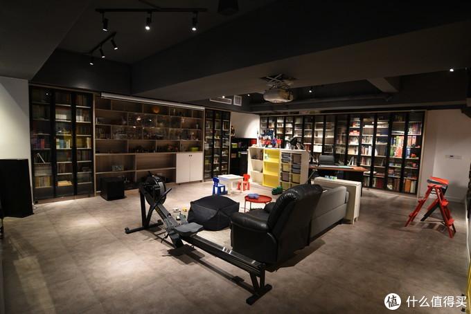 目前的书柜全貌,终于实现了拥有一整面墙书柜的儿时愿望。