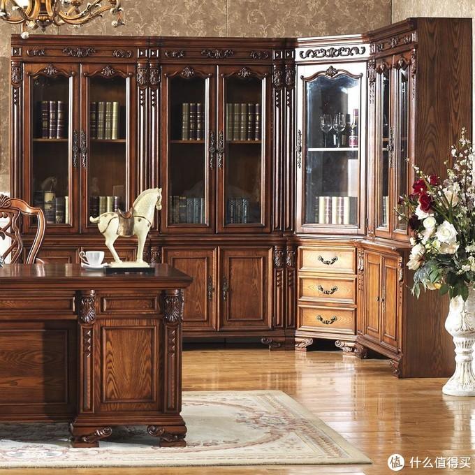 像这种欧式实木书柜,虽然大气,但明显与咱家风格不搭,而且价格肯定肉痛。