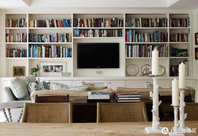 书柜和电视柜结合在了一起,但是我个人觉得看电视有点眼花。