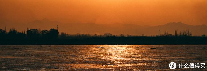 河与远山,后期调成了水墨的感觉,但由于XT2宽容度不够,就看个意向吧