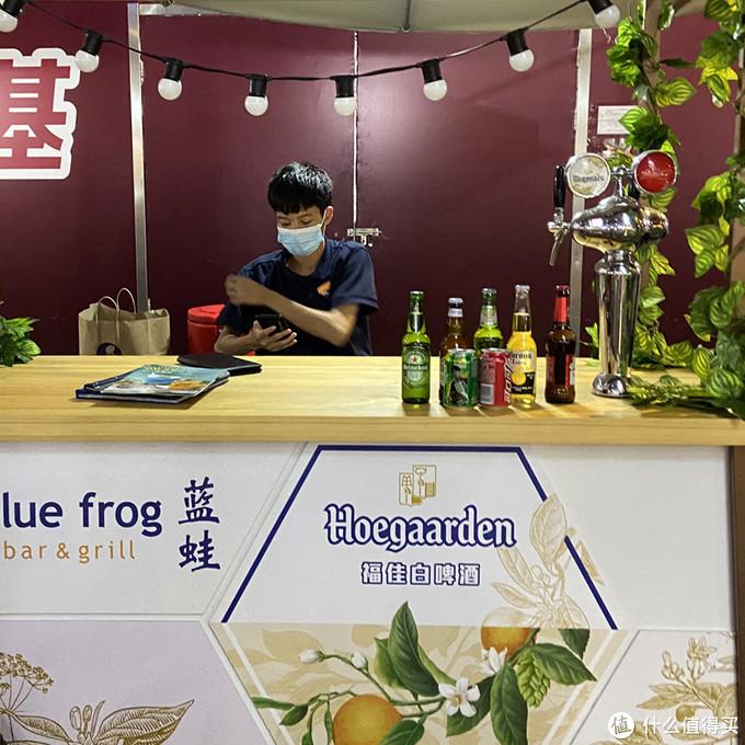 金桥国际夜市——卖啤酒的蓝蛙