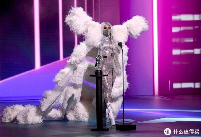 2020年VMA音乐大奖获奖名单,Lady Gaga包揽五项大奖,The Weeknd的《Blinding Lights》获得年度MV!附完整获奖歌单