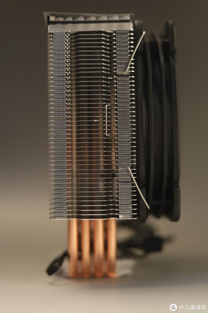 鳍片都是折FIN相接,而不是很多散热器都在用的扣FIN