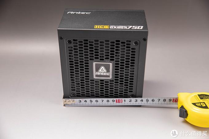 电源是安钛克HCG750,14里面的短身材对于开放平台来说节省了很多桌面空间,而实际装机的话,这样比其他同瓦数电源都短一些的长度,装机也会对理线、安装、兼容性等提升很多