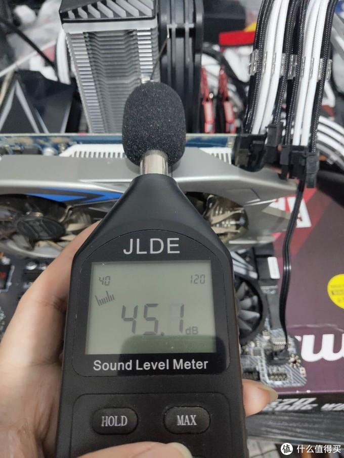 先看噪音,关机状态下环境是45分贝