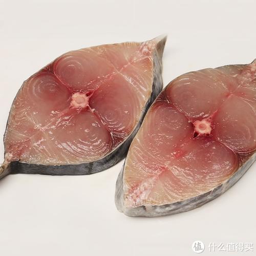 可以看到马鲛鱼段里除了主骨外 没有其他的肌间刺