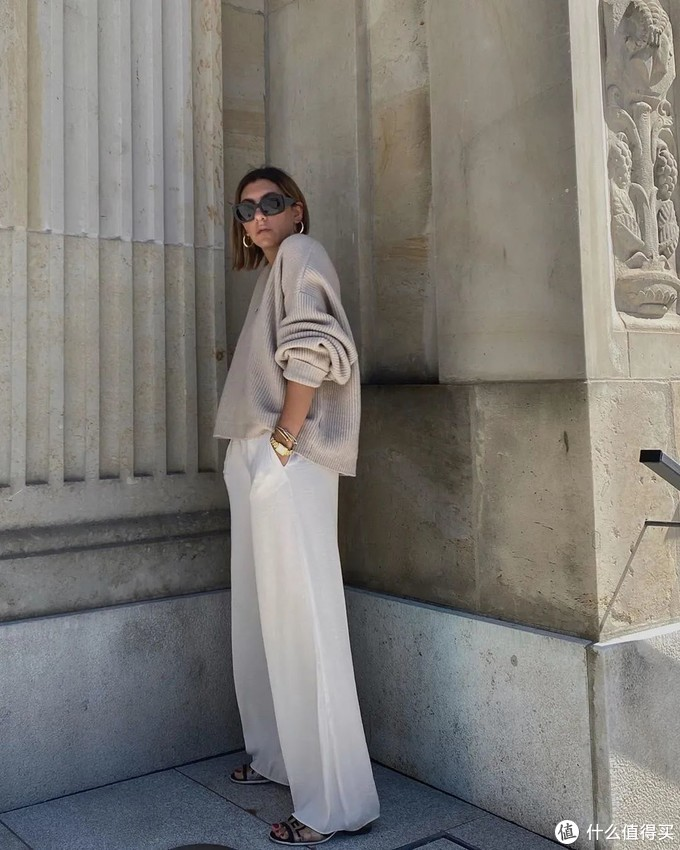 白色的阔腿裤,身材再好也别瞎穿,学会这几个技巧,轻松穿出大长腿!