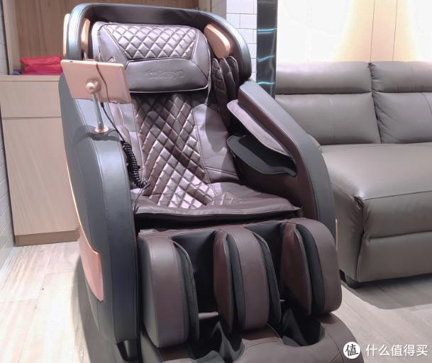 为团队购得两台高端督洋音控按摩椅,体验零重力模式