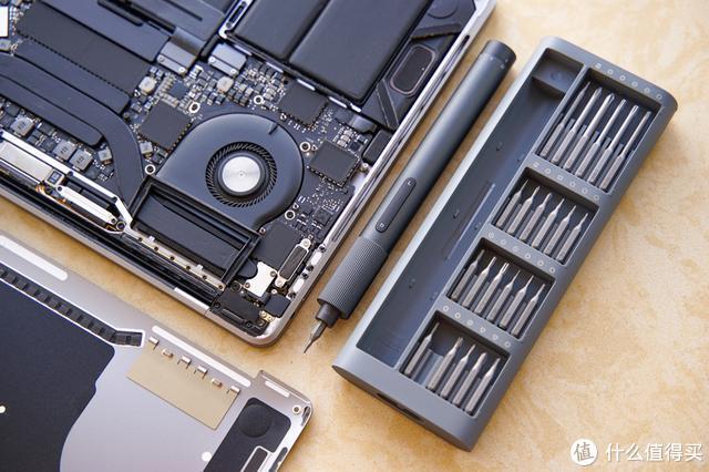 苹果精湛的内部做工和米家电动精修螺丝刀是不是很配呢?