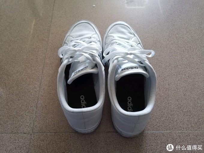 男人只有一双鞋,一样一双