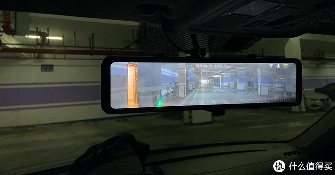 地库实拍E5暗光表现,比人眼看到的细节更多,有利于安全。