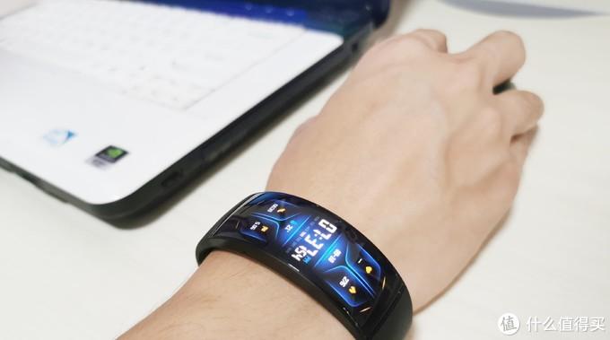 明月戴腕间 科幻进现实 华米Amazfit X概念手表上手体验