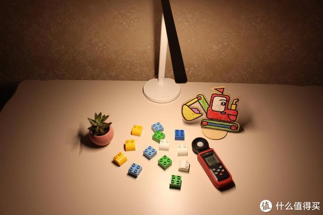 四款台灯横评,告诉你孩子的台灯怎么选
