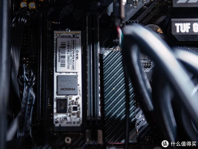 PCIE4.0的固态建议升级,跑分令人咋舌的HOF名人堂1T,附系统盘迁移小方法!
