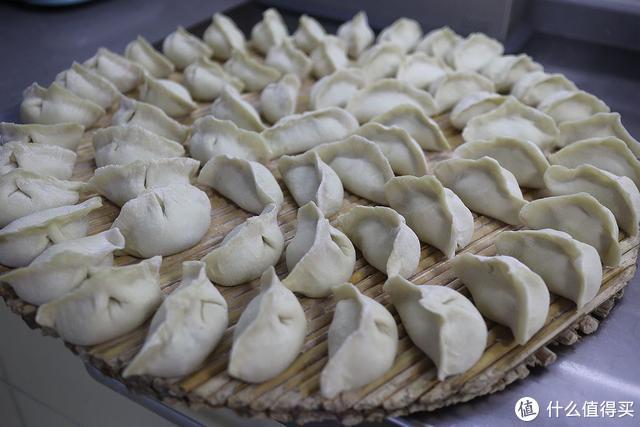 立秋后吃饺子,这馅怎么也得吃几回,解馋防秋燥,肉馅水灵不打水