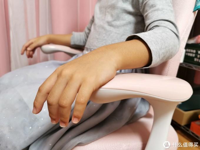 为孩子打造多功能学习区,黑白调学习时光星空桌椅套装