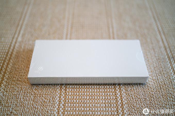 剥开好几层气泡薄膜袋之后放心了,塑封膜包裹着的外包装盒甚至保持着8角尖尖的状态╮(╯▽╰)╭