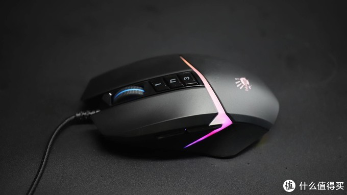 经典手感的传承和性能的提升。双飞燕V8MMax电竞有线游戏鼠标评测