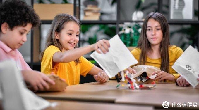 拆零件像拆盲盒?乐高明年开始用纸袋淘汰塑料包装