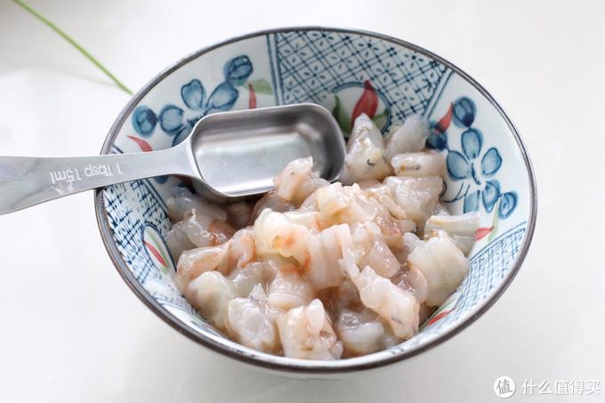 给饺子来点颜色,多加了一个步骤,白绿相间营养翻倍,好吃又好看