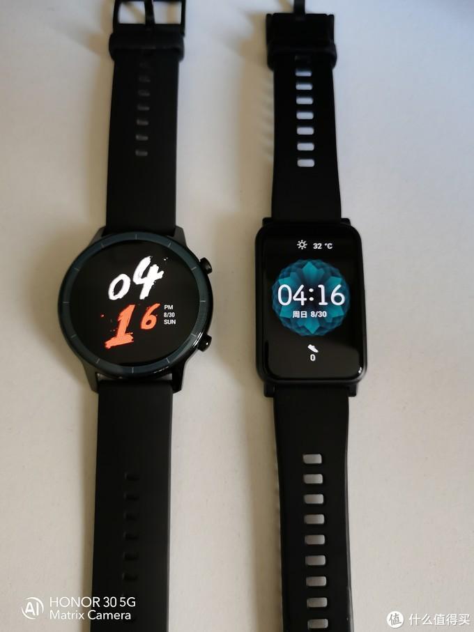 左边是荣耀watch2 42mm,右边是荣耀手表ES。