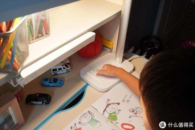 眼爸爸学习台灯实用、灵活、光线好,长时间学习眼睛不疲劳