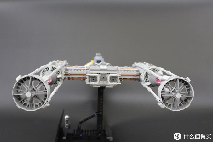尾部还配置了偏导护盾发生器,在死星表面堑壕中穿梭前进时发挥了重要作用