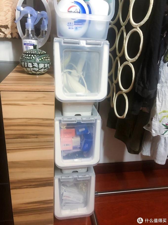 也是利用空间,里面是洗护用品的囤货