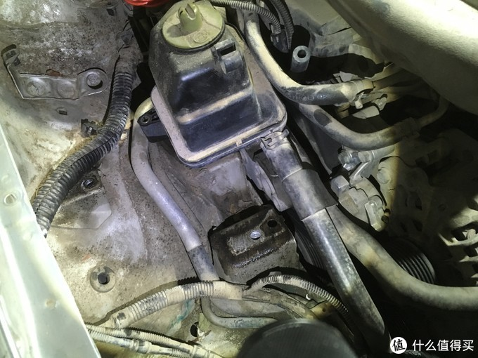 机脚胶连接发动机支架和车架