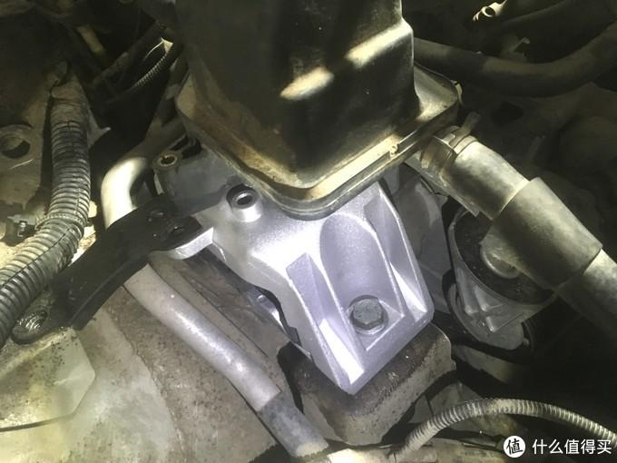 安装好了,副水箱和转向助力油壶重新安装好