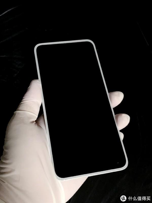 白色控来:坚果5G新机再曝光,与魅族17同色,正面为白色前面板