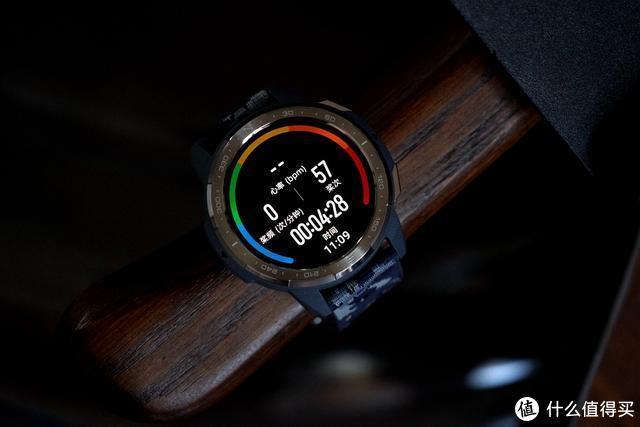 荣耀手表GS Pro:25天超长续航,给你年轻人该有的运动色彩与激情