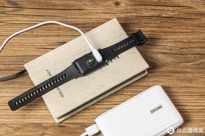 智能手表也玩全面屏,荣耀ES首发上手体验