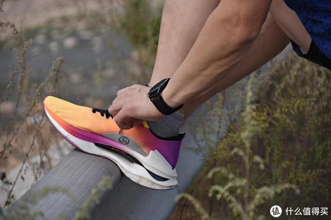 无与伦比的缓震体验,跑了还想跑,李宁绝影跑鞋