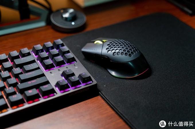 无线双模+RGB的机械师M8魔鬼鱼,让桌面无线化、RGB更近一步